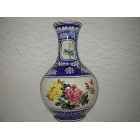Florero Jarrón Azul Y Blanco Decorado Con Flores De Colores
