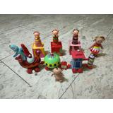 Set De Figuras De Los Personajes Del Jardín De Los Sueños.