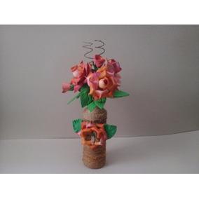 Arranjo Floral Garrafa Coberta Com Sisal E Flores Em E.v.a.
