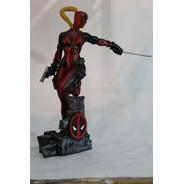 Lady Deadpool Escultura Em Resina 42cm