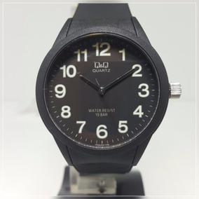 Relógio Feminino Grande Borracha Preto C/ Números Verdes Q&q