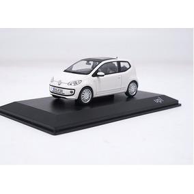 Miniatura - Volkswagen Up! - Branco - 2011 - 1:43 - Schuco