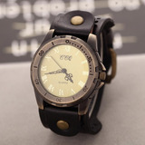 Reloj Ccq Retro Con Dieño Vintage Y Correa De Cuero