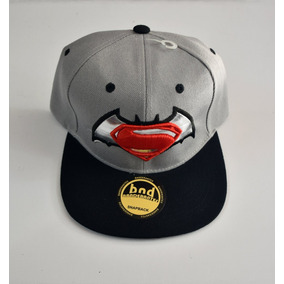 Gorra Plana Bordada   Batman Vs Superman   Ajustable 937532d9865