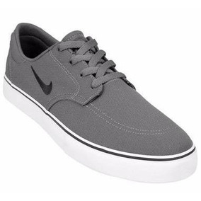 tenis nike color gris