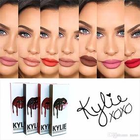 Kit Batom Kylie Jenner Matte + Lápis De Lábios