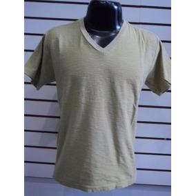 Camiseta Slim Fit Gola V - 100% Algodão