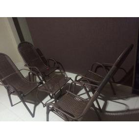 Jogo 4 Cadeiras De Fibra Mais Mesa De Centro Em Fibra.