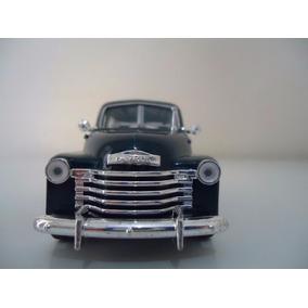 Miniatura Em Metal Carro Antigo Chevrolet Suburban 1950 1/36