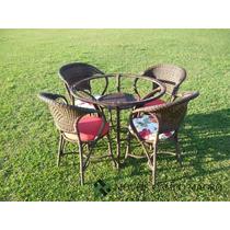 Conjunto De Mesa Com Quatro Cadeiras Em Fibra Sintética.