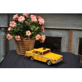 Táxi Decorativo Lata Antigo Ano 1960