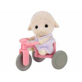 Bebê Ovelha Com Triciclo Sylvanian Families - Epoch Magia
