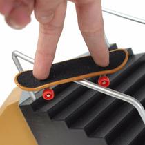 2 Skate Dedo Fingerboard + Ferramentas Brinquedo Bingo Carro
