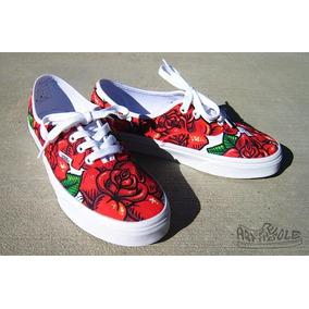 vans negras con rosas rojas