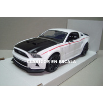 Ford Mustang 2014 Street Racer - Muscle Car - Maisto 1/24