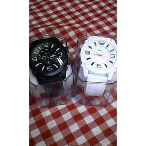Kit Com 2 Relógio Lacoste Masculino Um Preto Outro Branco
