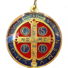 Pingente Medalha De São Bento Resinada Com Banho Dourado
