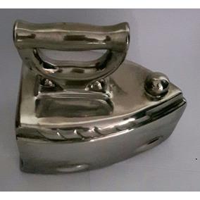 Ferro De Passar Roupa Modelo Cerâmica Decoração Cor Prata