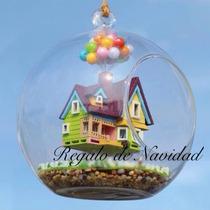 Regalo De Navidad. Casa De Up