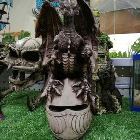 Dragon Sobre Casco Figura De Resina Para Acuario De 27cm