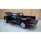 Camioneta Negra Chevroleth Silverado 2014 A Escala 1:24