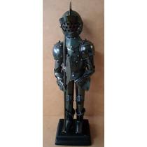 Estatueta De Metal Boneco Medieval 27 X 9 X 6 Cm