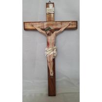 Crucifixo De Parede Em Madeira E Resina Tamanho 50 X 30 Cm