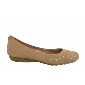 Chatita Cuero Tachas Flores Base Goma Hush Puppies