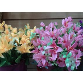 Ramo De Flores Artificiales Con Borlas Blancas