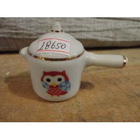 #18650 - Bibelot Panela Pressão Porcelana Branca, Corujinha!