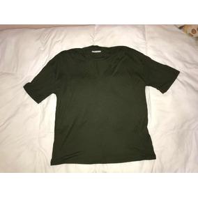 Remera Choker Verde Militar. Marca Zara