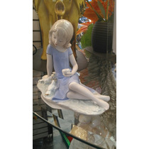 Figura Niña Con Palomas De Porcelana.