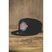 Gorra Negra, Caligaris