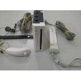 Nintendo Wii Com 1 Controle, 1 Nunchuck, Fonte E Cabo Av