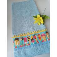Toalha De Banho Azul 67x140cm Com Tricoline, Pompom E Guipir
