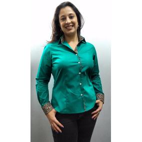Camisa Feminina Verde Esmeralda Com Detalhe Onça