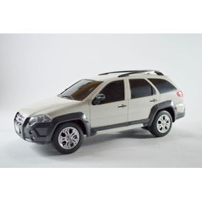 Fiat Palio Weekend Adventure Branca 1:18 - Controle Remoto