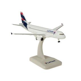 Maquete/miniatura Avião Airbus A320 Latam Airlines 1:400
