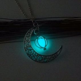 Colar Feminino Lua Com Pedra Fluorescente Brilha No Escuro