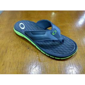 Papete Oakley - Calçados, Roupas e Bolsas Azul no Mercado Livre Brasil bac8b5c067