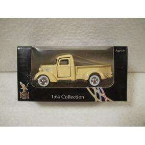 Enigma777 Road Signature Camioneta 1937 Mack Beige 1:64