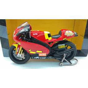 Motos gp coleccion altaya escala veh culos en miniatura for Cascos motogp altaya