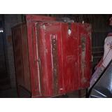 Horno Para Cerámica De Gran Porte. Exterior Y Ladrillos Sano
