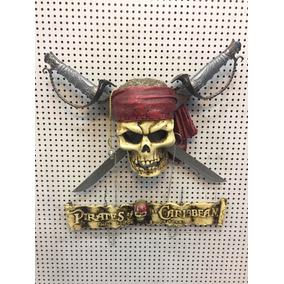 Caveira Com Espadas Piratas Do Caribe