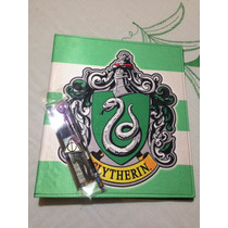 Carpeta Escolar + Pluma Slytherin Harry Potter Draco Igo!