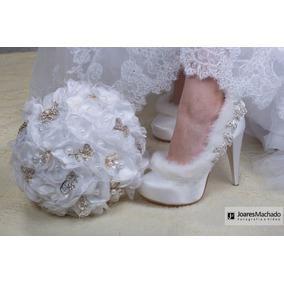 Sapato Noiva Buquê De Flores De Cetim Broches E Pêlo Fashion