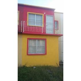 Bonita Casa Con Protecciones En Todas Las Puertas Y Ventanas