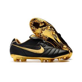 Chuteira Nike Ronaldinho Gaúcho - Chuteiras Nike de Campo para ... 06acc64a3ef5f