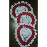 3 Tapetes Em Croche Vermelho E Branco Em Forma Coração