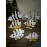 Barcos De Madera Con Vela